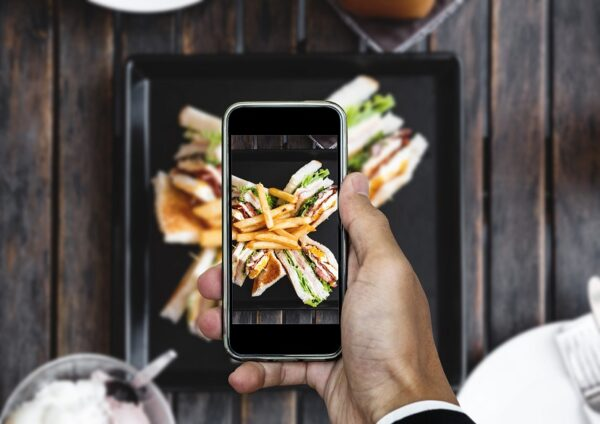 21 Tips on How to Improve Your Restaurant Brand Online